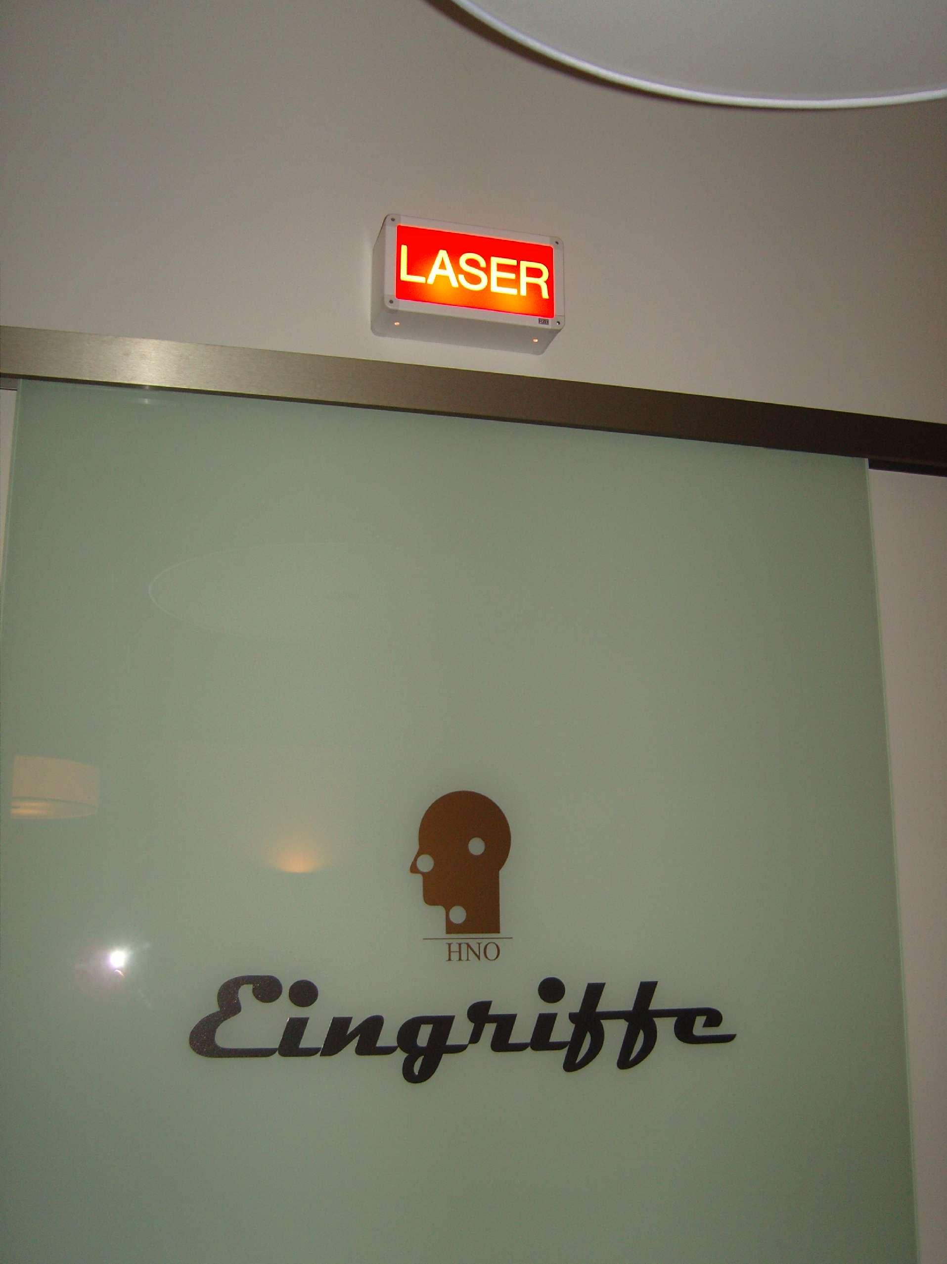 op-eingangstuer-eingriffe-laser-warnung